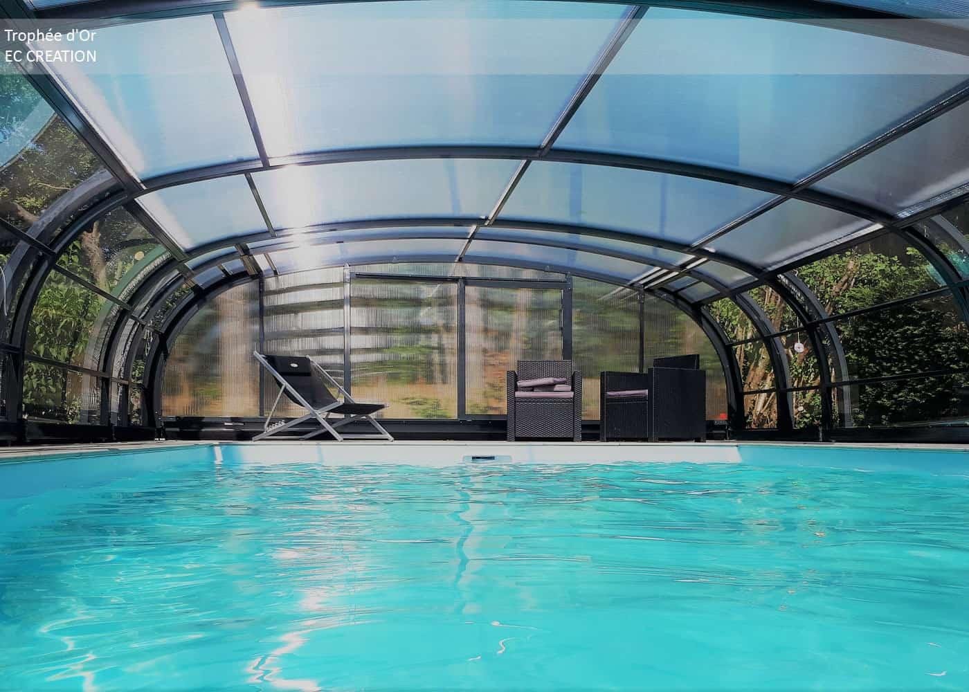 La saison des baignades : c'est toute l'année avec les abris de piscines !
