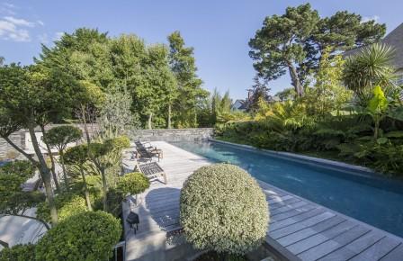 10èmes Trophées de la Piscine : catégorie piscine familiale de forme angulaire et couloir de nage