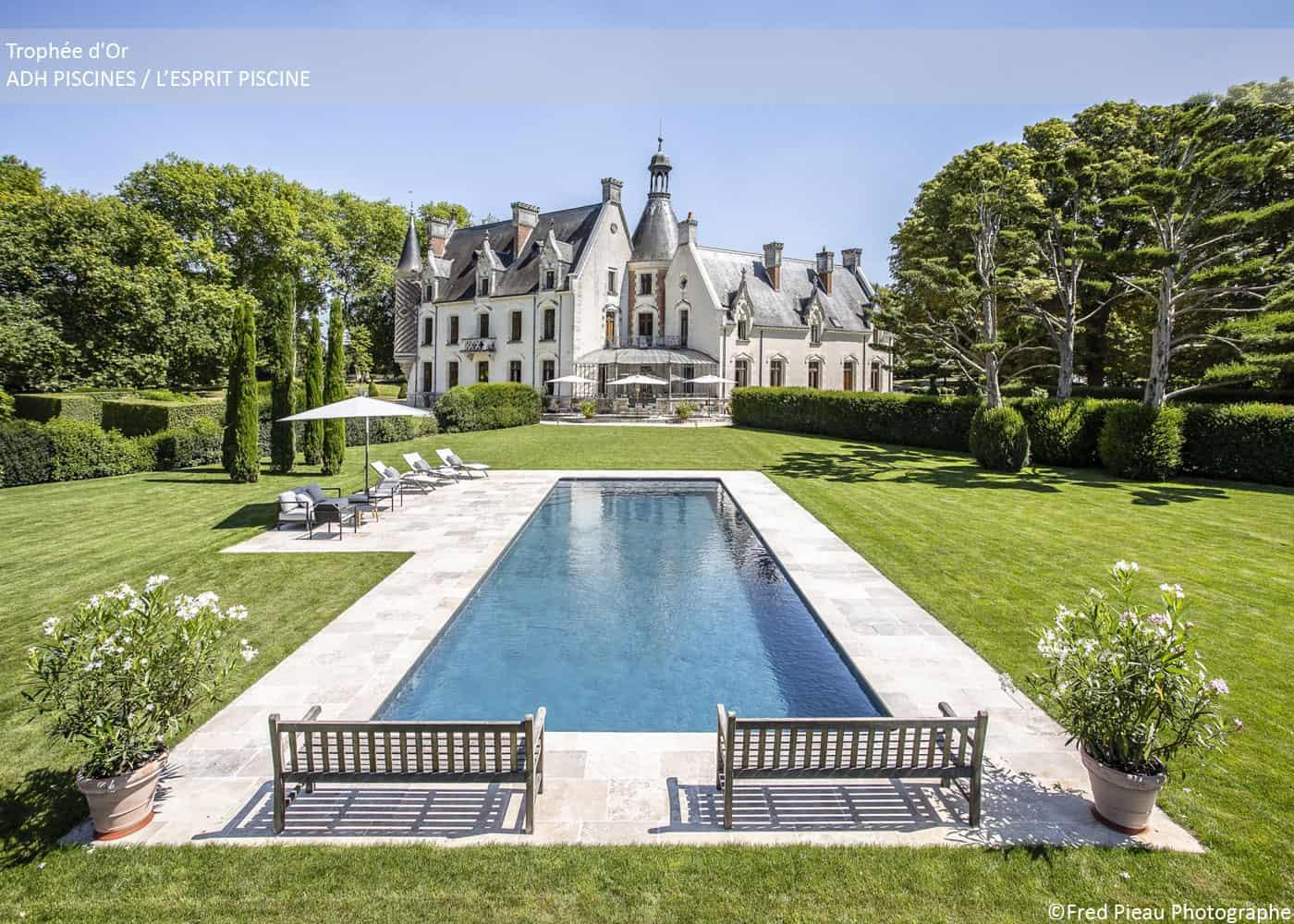 Découvrez les piscines lauréates, catégorie piscine familiale de forme angulaire, des Trophées de la Piscine et du Spa 2018