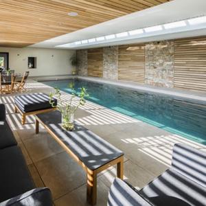 Une piscine intérieure pour en profiter toute l'année !
