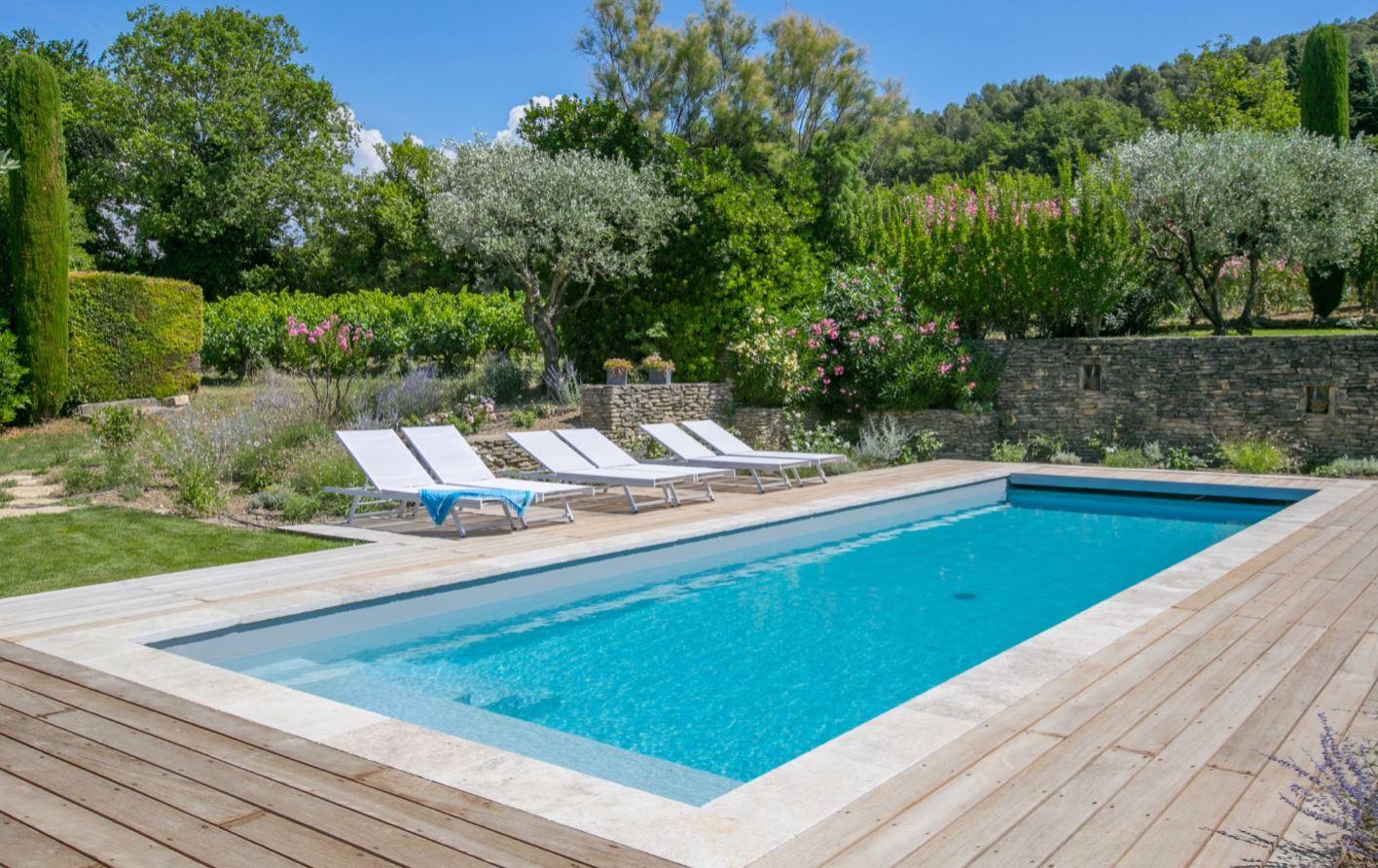Maison&Travaux.fr présente le Top 50 des plus belles piscines !