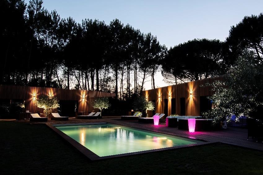 Piscines de nuit, l'atout tendance de nos jardins !