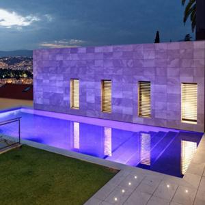 La décoration extérieure, créatrice d'ambiances exceptionnelles pour nos piscines