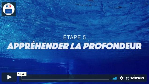 Il s'agit de la première image du cinquieme clip du Ministère des Sports sur l'aisance aquatique où l'on voit un fond de piscine
