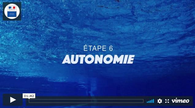 Il s'agit de la première image du sixieme clip du Ministère des Sports sur l'aisance aquatique où l'on voit un fond de piscine