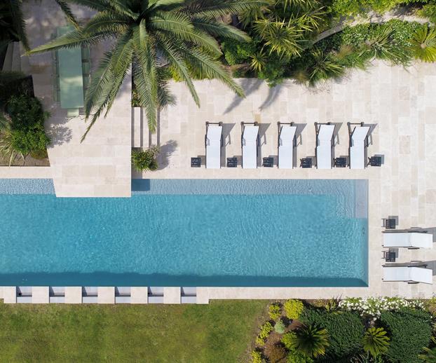 magnifique piscine avec couloir de nage illustrant les obligations incombant aux propriétaires de piscine
