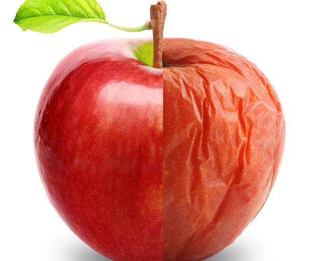 image représentant pour moitié une pomme bien mûre et pour autre moitié une belle pomme et illustrant l'idée de changement quand le produit est usé
