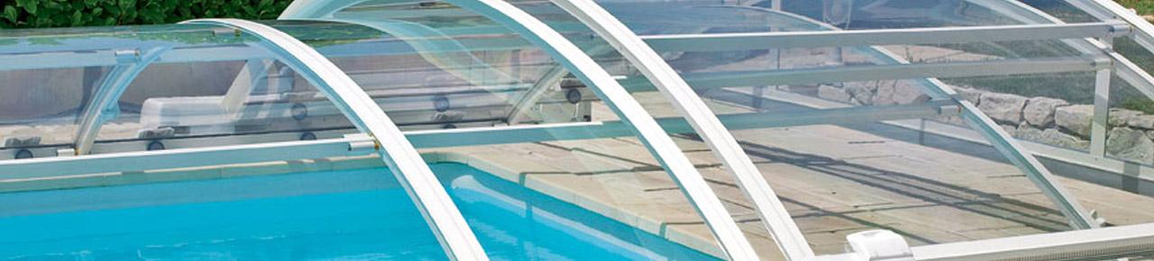 abris motorisé sur une piscine