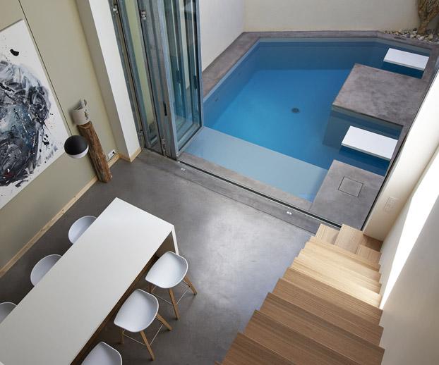 magnifique petite piscine sur une terrasse à l'abri du regard des voisins
