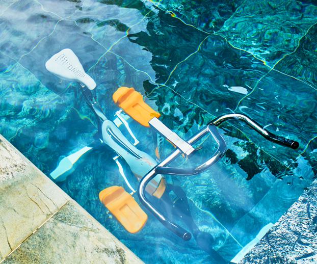 vélo aquabike dans une piscine privée