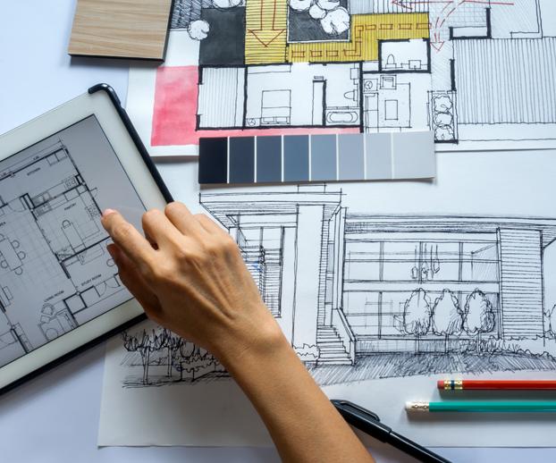 Ensemble de plans, de dessins d'architecte avec une représentation sur un écran d'ordinateur illustrant le choix existant en type de piscine et de budget