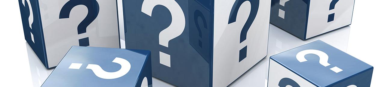ensemble de cubes avec des points d'interrogation symbolisant les raisons à choisir un professionnel labellisé propiscines