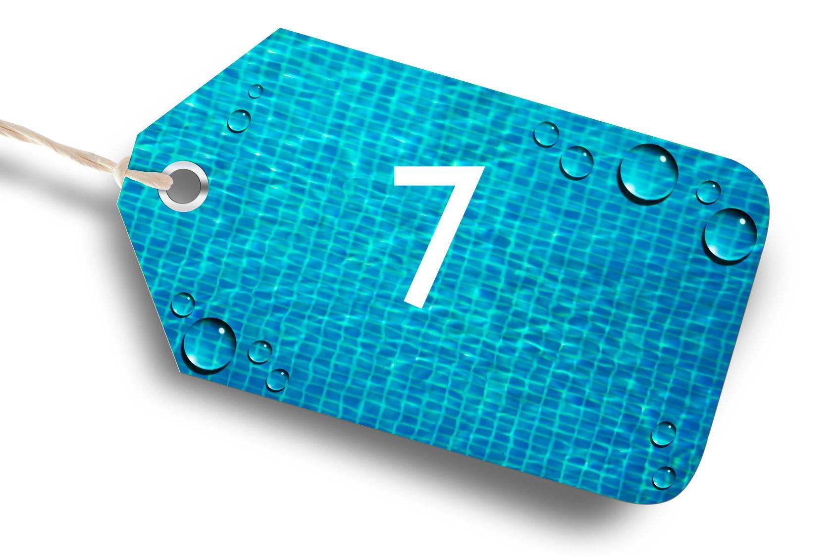 Photo d'une étiquette bleu avec le chiffre 7 par Propiscines